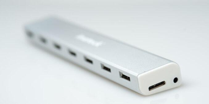 wpid8926-Inateck-7-Port-Portable-USB3.0-Hub-36-COPYRIGHT-HAVECAMERAWILLTRAVEL.COM_.jpg